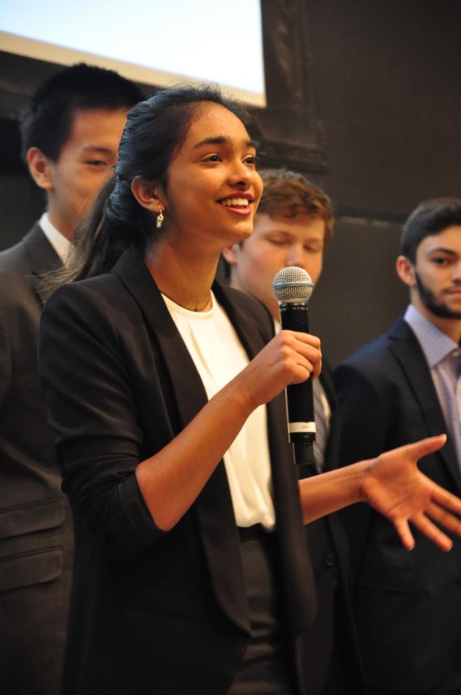 teen entrepreneur Ishani Thakur pitching at demo day